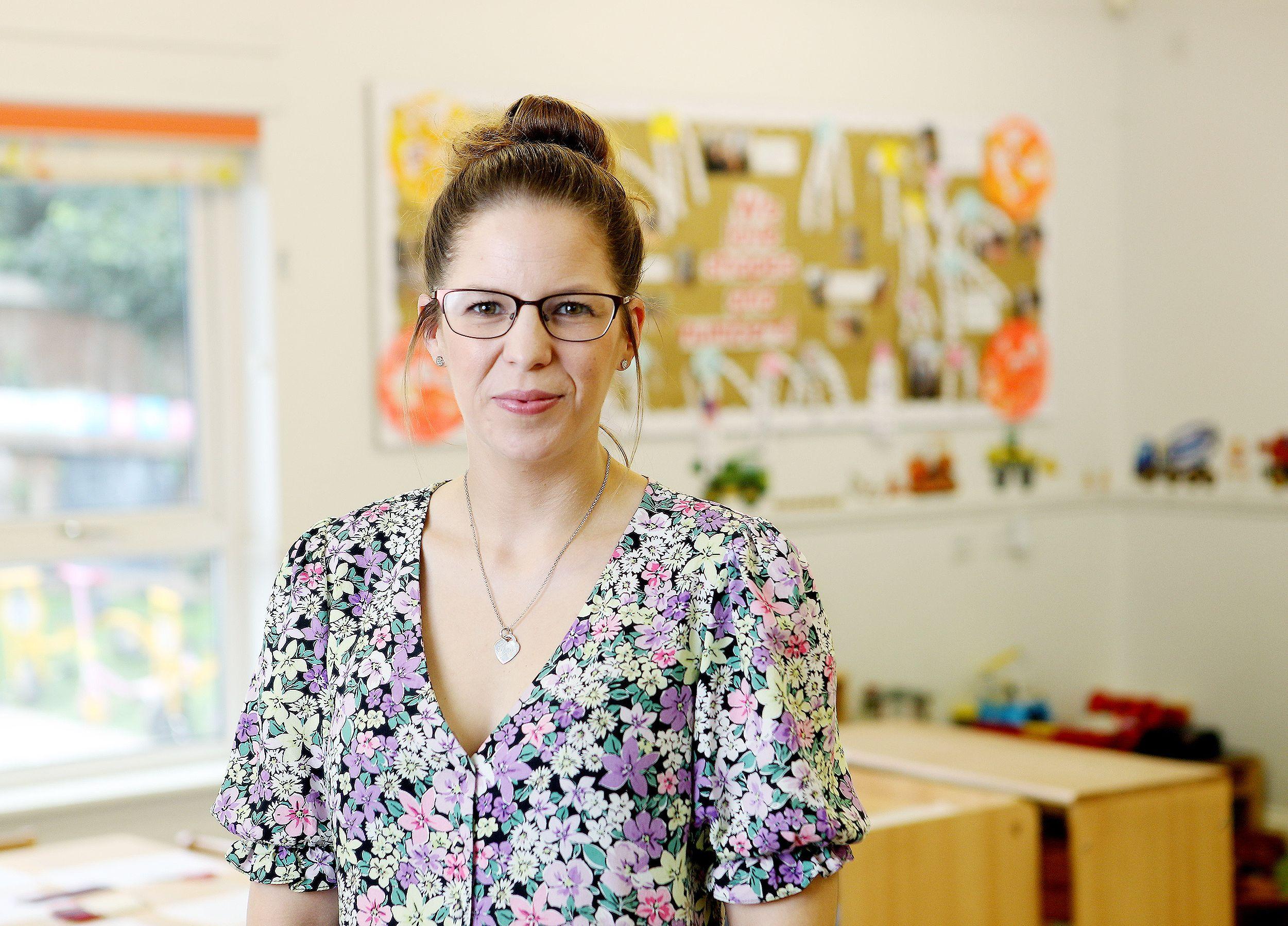 Kelly Clarkson - Centre Director